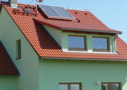 Solární ohřev vody TWI na rodinném domě NOVA 101 z produkce RD Rýmařov