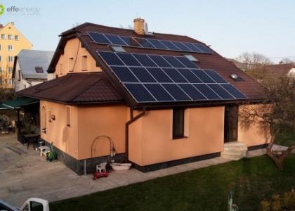 Fotovoltaická elektrárna VOLTA HYB na rodinném domě v okrese Bruntál v Česku