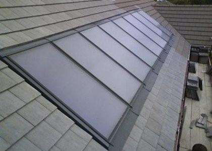 Solární kolektory integrované do střešní krytiny