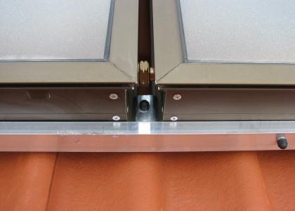 Detail propojení solárních kolektorů TWI Sun Wing T3.