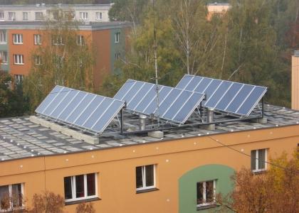 Solární systém na ohřev teplé vody na bytovém domě v Orlové