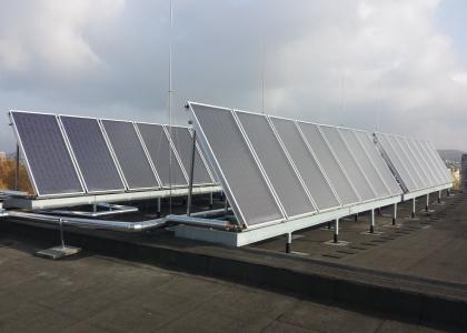 Solární kolektory TWI SunWing T4 na bytovém domě
