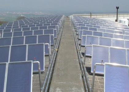 Solární kolektory TWI Sun Wing T3 - systém 400 solárních kolektorů realizovaný ve Španělsku v roce 2007.