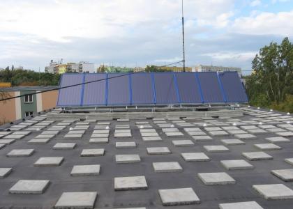 Realizace montáže solárních kolektorů TWI SunWing T4 na bytovém domě.